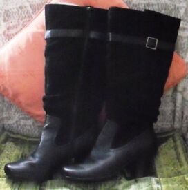NEW BLACK SUEDE/LEATHER BOOTS BY HOTTER. SIZE 5.5.