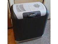 Electric Cool Box 12V (incl. Adapter for 230V mains, used only for a few days)