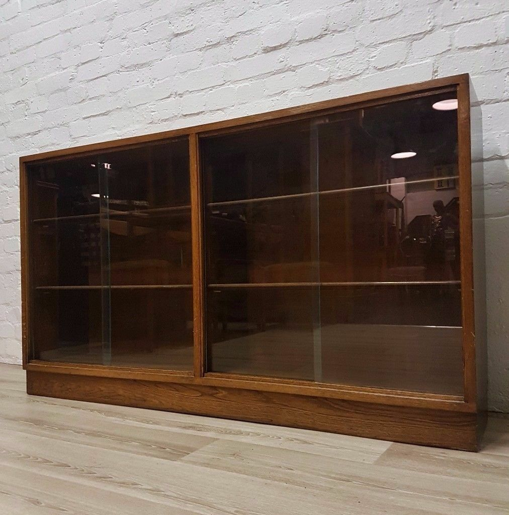 Oak Bookcase (DELIVERY AVAILABLE FOR THIS ITEM OF FURNITURE)