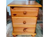 2 X REALLY NICE SOLID WOOD PINE BEDSIDE TABLES DRAWS DRAWERS CABINETS FOR SALE