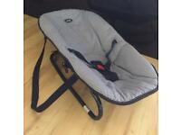 Baby bounce Chair with carry straps. In great condition.