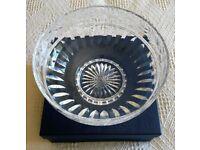 NEW VINTAGE 1990 STUART CRYSTAL GLASS BOWL FRUIT Edwardian Design Leaf Berry Large Boxed Collectors