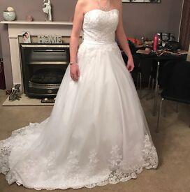 Wedding dress, unaltered size 8 brand new