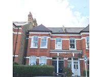 3 Bed apartment in quiet street off Clapham common (short or long term)