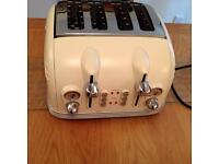 Delonghi White toaster