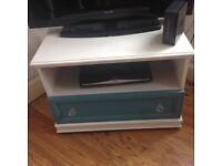 Cute TV unit x shabby chic style x