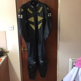 MOTORBIKE JTS SUIT JEATHER BLACK SIZE UK 44 EXCELLENT CONDITION