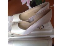 """CAPOLLINI """"PEARLISED ICE"""" COLOUR FORMAL SHOES - SIZE 6-7 & MATCHING """"PEARLISED ICE"""" LEATHER HANDBAG"""