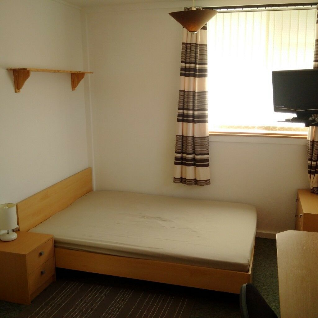 NICELY FURNISHED LARGE DOUBLE ROOM TO LET WITHIN A