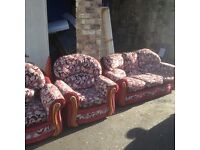 CHEAP QUICK SALE NEEDED..NIce and clean RED retro couch for sale £20 ono