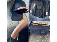 Venicci Gusto Navy Travel System Pram. Carrycot & Car seat.