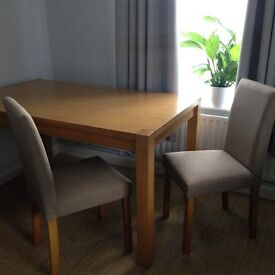 Lovely dinning room Table and chairs