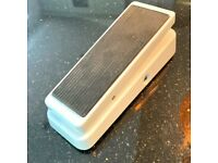 Dunlop Cry Baby Wah Guitar Effects Pedal – GCB95W – Limited Edition White