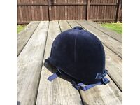 Horse riding hat and gaiters