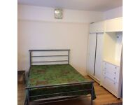 LARGE DOUBLE BEDROOM WITH SEPARATE BATHROOM IN GREENFORD AVAILABLE NOW FOR RENT