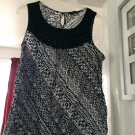 Sleeveless top ladies black & white summer clothing size 20, light weight with beads on front