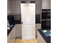 INTERIOR DOOR IN WHITE, INCLUDING ALL DOOR FURNITURE