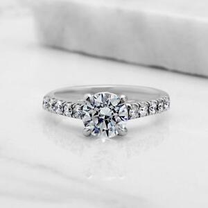 ENGAGEMENT DIAMOND RING WITH A 1.25 CARAT CENTER / BAGUE DE MARIAGE EN DIAMANT AVEC CENTRE DE 1.25 CARAT