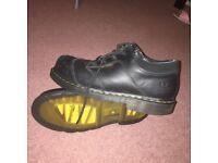 Dr Marten - size 9 black woman shoes