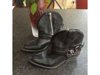 Black leather cowboy style boots Preloved but still in a cool condition!