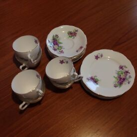 Vintage 18 piece tea service in mint condition