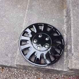 Unused set of 4x 16 inch hubcaps.