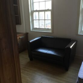 Large Studio Flat Student Accommodation, with ensuite bathroom and open plan kitchen, Bristol