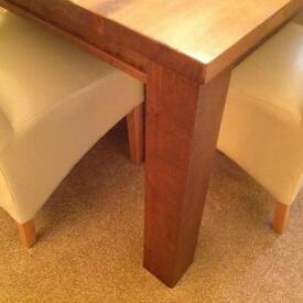 Arighi Bianchi solid Dining Table in beautiful condition
