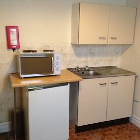 SINGLE FLATLET IN QUIET FLATLET HOUSE WESTBY RD BOSCOMBE BOURNEMOUTH