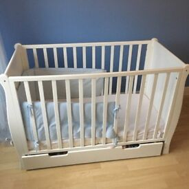 White wooden cot/ bed