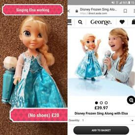 Singing Elsa with microphone