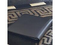 i very nice black leatbet folder used as a diary