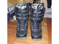 thirty two snowboarding boots - black size 8