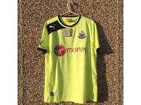 Newcastle United Away Football shirt medium adult