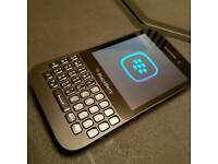 Blackberry Q5 on EE immaculate