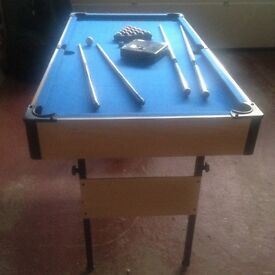 5FT POOL TABLE WITH ADULT & KIDS CUES