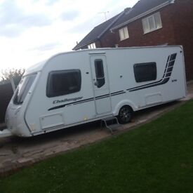 2010 SWIFT CHALLENGER 570 - 4 BERTH FIXED BED TOURING CARAVAN - END WASHROOM