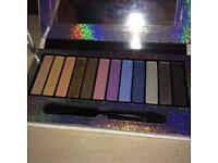HIGHLY PIGMENTED EYE PALETTE