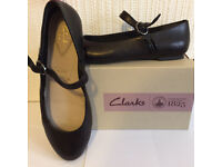 BRAND NEW Clarks women shoes black leather size 4
