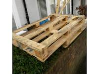 2 free wooden pallets