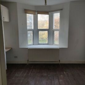 E2 - Studio apt on vibrant Hackney Rd in the HEART of Shoreditch incl wifi & gch - private landlord