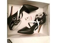 TOPSHOP Shoes - Size 5 Black & White