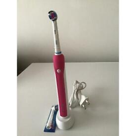 Oral B rechargeable toothbrush with 2 new heads