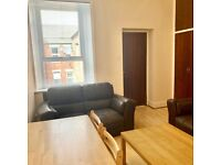 SHORT TERM LETS. 3 BED FLAT AVAILABLE IN NEWCASTLE UPON TYNE. NO DEPOSITS.