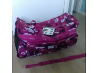 Large hold-all /travel bag on wheels