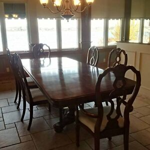 Formal dining table + 6 chairs