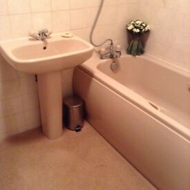 Bathroom suite, complete with all fittings. now with reduced prrice