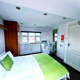 Large Modern Double Ensuite Room In Edgware HA89LB for rent in shared house all bills included