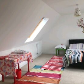 Large double room with ensuit Thornbiry Mon-Fri only