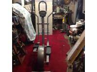 A cross trainer exercise machine